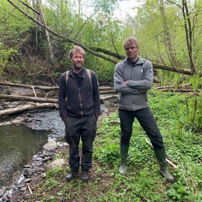 Miljøkoordinator Ragnar Nese fra Vestby kommune til venstre og Bjørn Ravnestad fra stigruppa til Hølen og Såner Vel. Fotograf Tommy Johansen